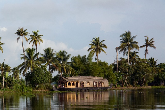 renting-a-car-for-houseboat-backwaters